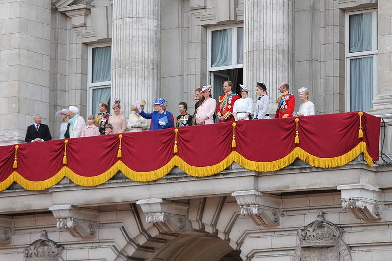 royal_family_on_the_balcony_of_Buckingham_Palace